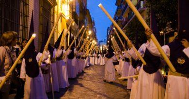 Las cofradías sevillanas acuerdan celebrar la Semana Santa esta tarde, antes de que la suspendan