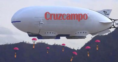 Cruzcampo envía lanza botellines de emergencia para los sevillanos confinados