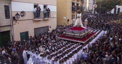 Los costaleros de Sevilla llevarán los pasos como en Málaga para guardar la distancia de seguridad